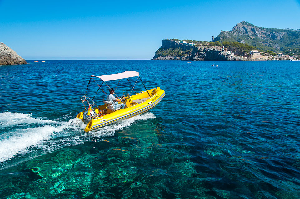 rent-motor-boat-mallorca-port-soller-rib-explorer-1