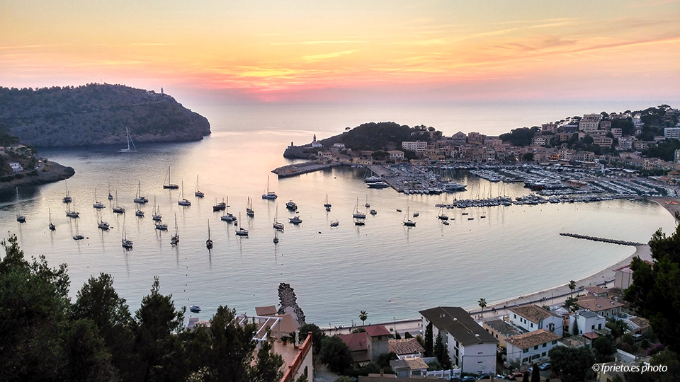 port-soller-sunset-mallorca-harbor