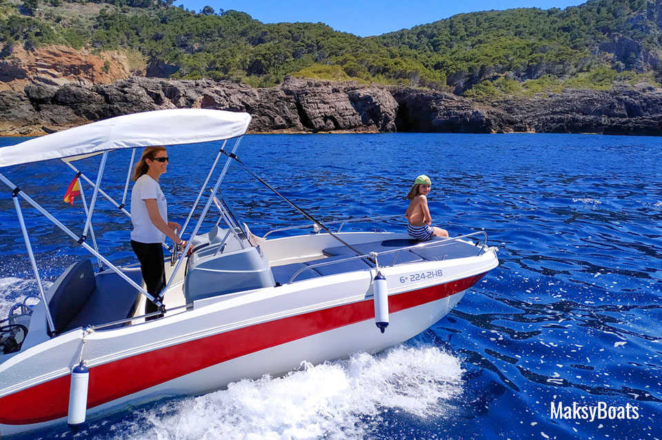 Boat hire without license in Port de Sóller (Mallorca ) Remus 450