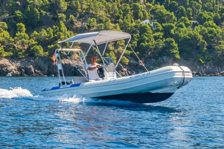 Boat Hire without license in Port de Sóller Mallorca with MaksyBoats